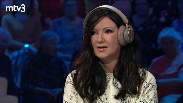 Viihdeuutiset, Ilkka ja Elina Kanerva kertovat kosinnasta