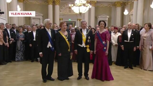 Linnan juhlat 2019, Presidenttiparien yhteiskuvaushetki Linnan juhlissa, yksi pari puuttuu kuvasta – Ahtisaaret eivät pystyneet osallistumaan