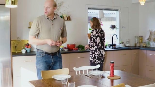 Penkinlämmittäjät, Penkinlämmittäjät - Klipit - Näin korona-aika vaikutti e-urheiluun – katso sketsi