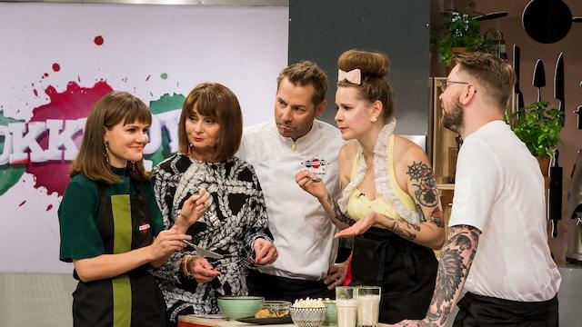 11. Ina Mikkola ja Ronja Salmi