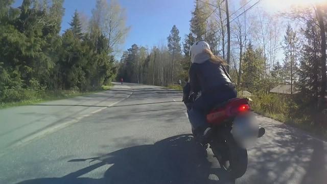 Rikospaikka, Moottoripyörän kaahaus tallentui takaa-ajavien poliisien videolle