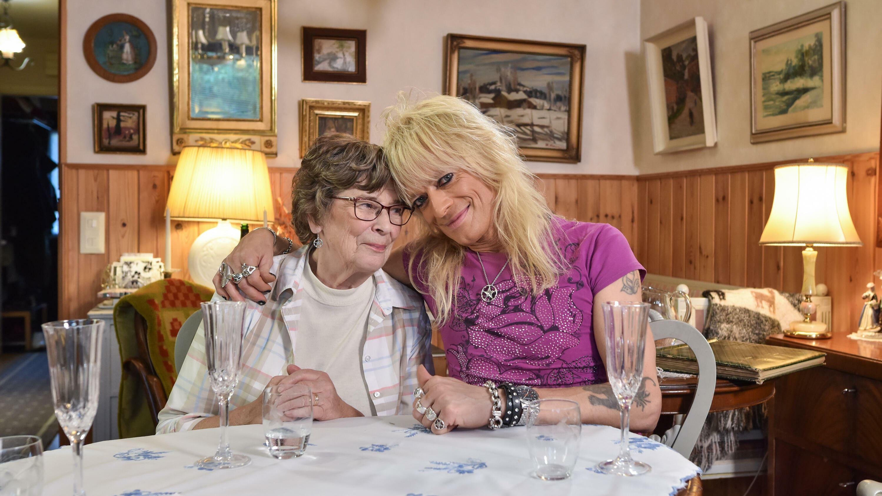 Illallinen äidille, Michael Monroe kertoo herkistyneenä äitinsä merkityksestä