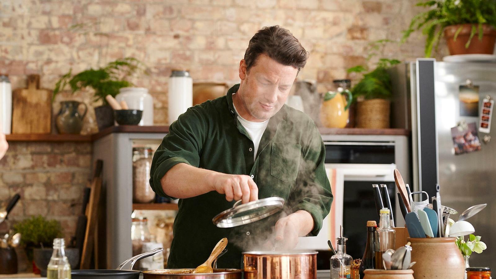 Jamie Oliver: Kaikki kokkaamaan