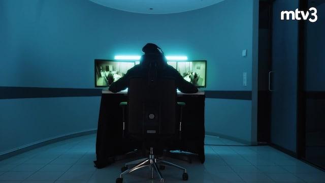 Penkinlämmittäjät, Kuka on Penkinlämmittäjät-sarjan mystinen videotuomari? Nyt se vihdoin selviää!