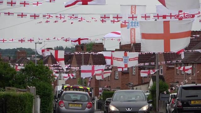 Jalkapallon EM-kisat,  Kerrassaan futishullu katu! Jalkapallon EM-turnaus on sekoittanut naapuruston Englannin Bristolissa