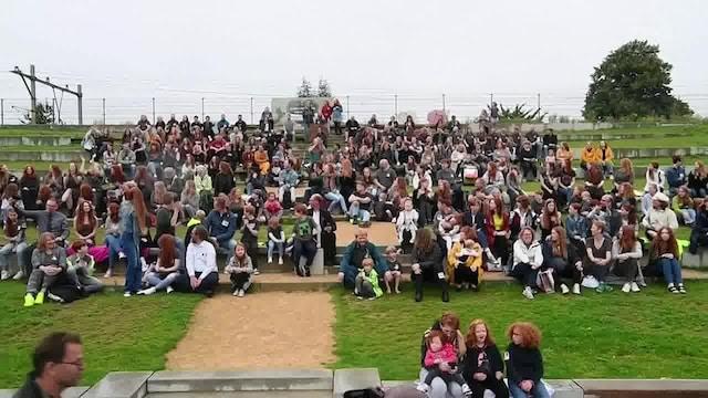 Kevennys 4.9.2021, Sadat punapäät ympäri maailman kokoontuivat Hollannin Tilburgiin jokavuotiseen punahiuksisten festivaaliin