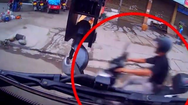 Uutisklipit, Pelottava tilanne tallentui kameraan: nosturi kumahtaa motoristin päähän Kiinassa