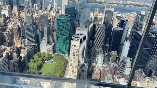 Uutisklipit, New Yorkiin avataan uusi näköalatasanne pilvenpiirtäjän 92. kerrokseen – katso videolta häikäisevät maisemat