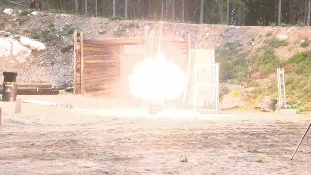 MTV Uutiset Live,  Helsingissä räjähtäneen mysteeripamauksen epäillään olevan suuri raketti – näin kovaa kotitekoinen pommi räjähtää