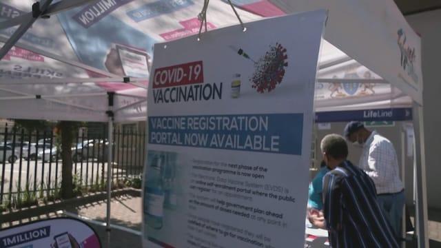 MTV Uutiset Live, Koronavarianttien riski kasvaa Afrikan rokotevajeen vuoksi – miksi länsimailla on jo menossa kolmas rokotekierros?