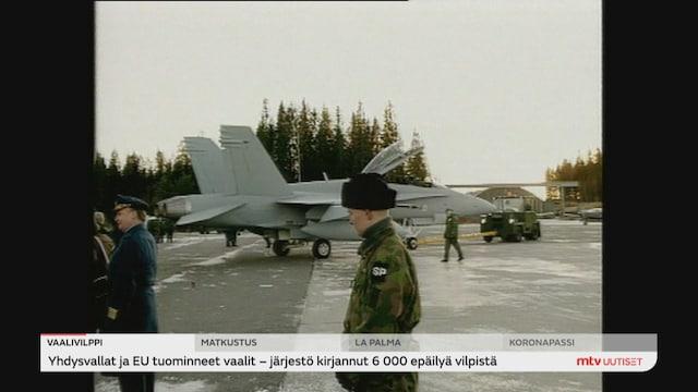 Uutisjutut: Kotimaa, Esko Aho kirjoitti pamfletin 30 vuoden takaisista Hornet-kaupoista