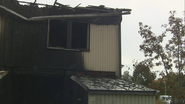 """MTV Uutiset Live, """"Naapuri tuli koputtamaan, että talo on tulessa"""" - helsinkiläisperhe pakeni epäiltyä tuhopolttoa yövaatteissa"""