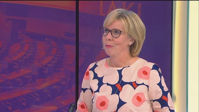 Viiden Jälkeen, Anna-Maja Henriksson kommentoi, miksi kansalaisaloitteiden on annettu muhia edistymättä eduskunnassa jopa kahden vuoden ajan