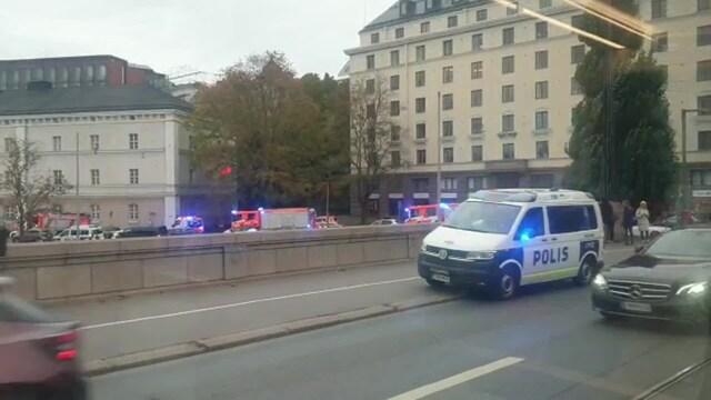 Uutisklipit, Kaksi sivullista pelasti henkilön jääkylmästä vedestä Helsingissä – tältä tapahtumapaikalla näytti