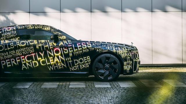 Autot, Rolls-Royce Spectre on superluksusvalmistajan ensimmäinen sähköauto