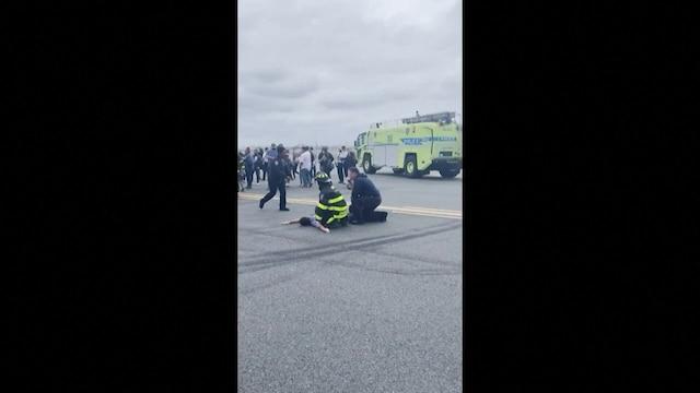 Uutisklipit, Kone teki New Yorkin lentokentälle hätälaskun – matkustaja käyttäytyi epäilyttävästi