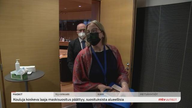 Uutisjutut: Kotimaa, Valtiontalouden tarkastusviraston entinen pääjohtaja Tytti Yli-Viikari kiistää yhä syyllistyneensä rikoksiin