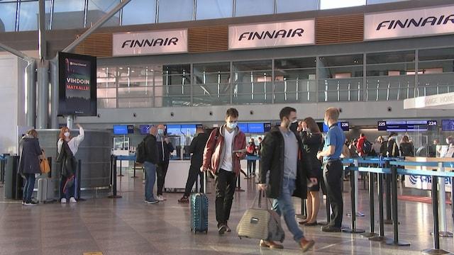Uutisjutut: Kotimaa, Syyslomien alku toi vipinää lentokentälle