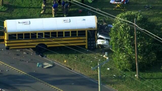 Uutisklipit, Koulubussiturma Yhdysvalloissa: Kaksi kuollut, oppilaat selvisivät vähillä vammoilla