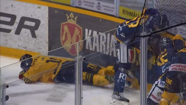 Liiga, Tämä tilanne jäi tuomareilta viheltämättä – Mikko Petmanin maila kolahtaa kipeästi Jaakko Lantan kasvoihin