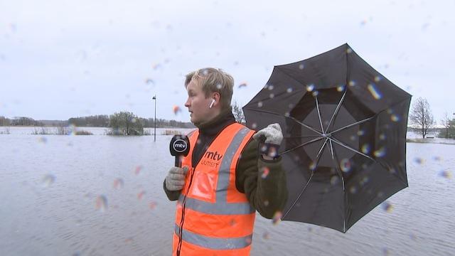 MTV Uutiset Live, Myrskyt ja tuulet riepottelevat Suomea – MTV tulvien keskellä Helsingin edustalla